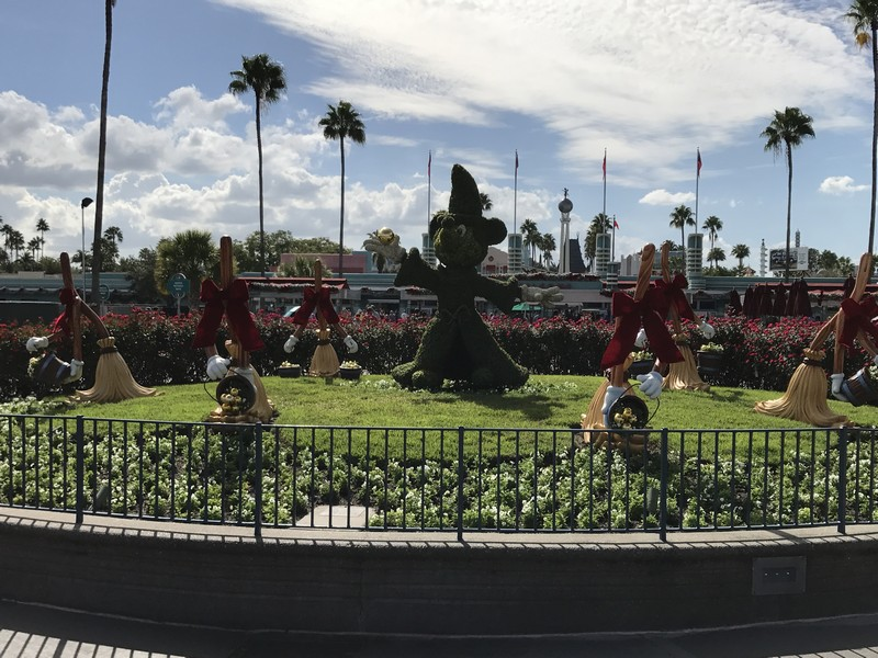 Christmas Decorations Are Up At Disney S Hollywood Studios